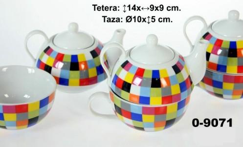 Taza cerámica blanca decorada con tetera